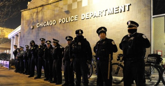 Two Chicago cops charged by feds in bribery scheme with business owner 2