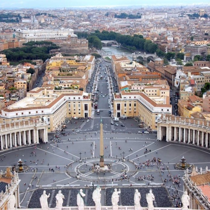 Switzerland hand-over documents to Vatican as part of fraud investigation