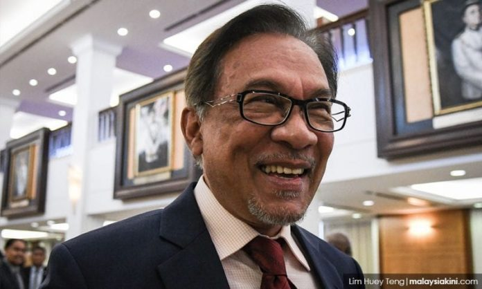 Anwar in favour of live telecast of Najib's money-laundering trial