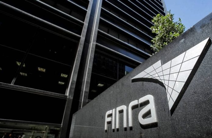 Finra bars former head of B-D over money-laundering lapses 2