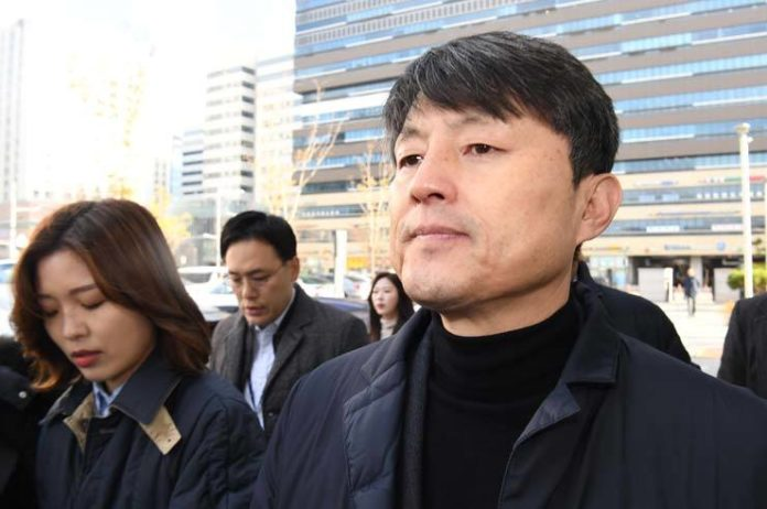 Former Busan vice mayor avoids jail in bribery case