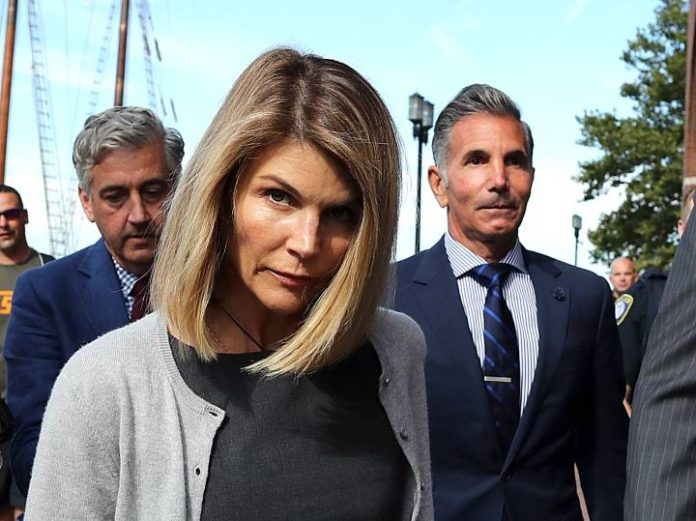 Lori Loughlin Pleads Not Guilty to Additional Charges in College Bribery Case 2