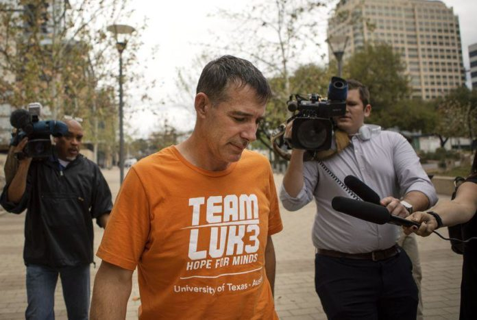 Former University of Texas tennis coach Michael Center sentenced to 6 months in college bribery admissions scandal 2