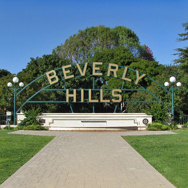 Beverly Hills lawyer pleads guilty to bribing federal agents