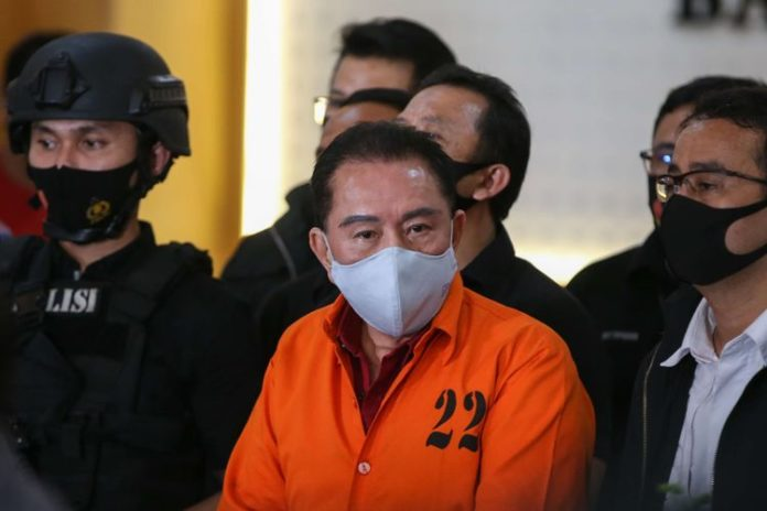 Two Indonesia police generals admit to accepting bribes to help convict evade capture